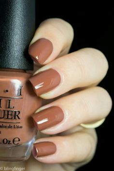 The 20 Trendiest Fall Nail Colors Fall Nails Inspiration Fall is undoubtedly the best time of the year to wear warm colors. Whether you're sporting an oversized beige sweater, walking around… Classy Nails, Cute Nails, Pretty Nails, Simple Nails, Cute Fall Nails, Brown Nail Polish, Brown Nails, Fall Nail Polish, Gel Polish