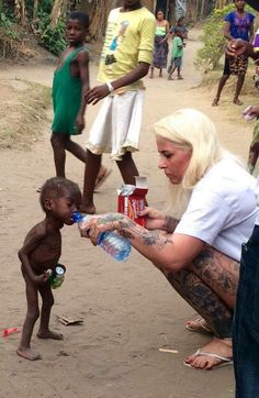 Woman saves starving little boy in Africa - It don't need much to help the hungry have what to eat