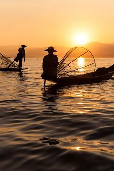 Silhouettes, Inle lake Fishermen silhouettes with their traditional conical nets at sunset on Inle lake, Shan state, Burma (Myanmar).