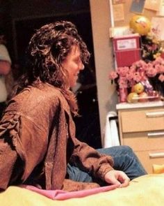 Shaggy Long Hair, Jon Bon Jovi, Hottest Pic, Most Beautiful Man, Rock N Roll, Hot Guys, Dreadlocks, Long Hair Styles, Legs