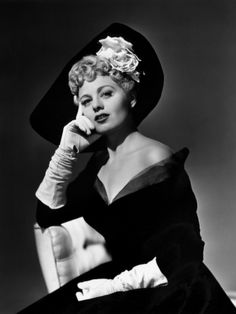 Shelley Winters, 1949 - adore ever element of her beautiful outfit and curl filled hairdo. #vintage #1940s #actress