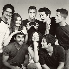 Teen Wolf Cast : Tyler Posey, Holland Roden, Charlie Carver, Dylan O'Brien, Max Carver, Tyler Hoechlin, Crystal Reed & Daniel Sharman