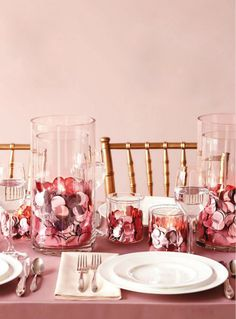 Love the idea of using oversize paillettes to bring a touch of glam and glitter to the table! Why not add an element of surprise on your next gathering using two glass cylinders with a votive candle inside filled with color paillettes or oversize sequins in between? Imagine how cool would it look when the candle light reflects against all the paillettes... very glam! I am definitely trying this at home!
