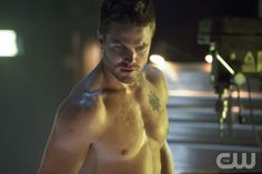 """Arrow -- """"Legacies"""" -- Pictured: Stephen Amell as Arrow"""