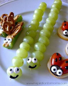 Backyard Bug Snacks These would be great to make to go along with Eric Carle books! Backyard Bug Snacks These would be great to make to go along with Eric Carle books! Toddler Meals, Kids Meals, Toddler Food, Cute Food, Good Food, Food Carving, Le Diner, Best Fruits, Healthy Snacks For Kids