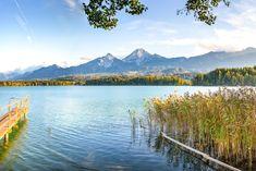 Willst du den ultimativen Badeurlaub in Europa erleben? Der Faaker See in Österreich bringt mit seinem türkisblauen Wasser und der herrlichen Bergkulisse die Karibik nach Kärnten für einen Badespaß DELUXE! Wollt ihr wissen welche Strandbäder zum Empfehlen sind? Dann lest unseren Blogbeitrag! Viel Spaß! Where To Go, Mountains, Country, Travel, Casual, Blog, Europe, Linz, Public Bathing