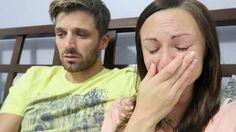 Em vídeo, homem revela a sua esposa que ela está grávida.