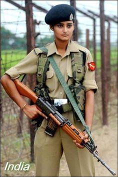 戦う女たちはカッコイイ、世界32カ国の女性兵士たちの写真いろいろ - DNA