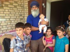 First time seeing a Sikh for many. Ravinder Singh makes a surprise visit to Erbil to help refugees. CEO of Khalsa Aid