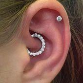 Feminine Crystal Daith Clicker Ear Piercing Jewelry Ideas for Women - Idea.Cute Feminine Crystal Daith Clicker Ear Piercing Jewelry Ideas for Women - Idea. Rook Earring, Septum Jewelry, Cartilage Earrings, Women's Earrings, Diamond Earrings, Cartilage Stud, Diamond Jewelry, Daith Piercing, Cute Ear Piercings