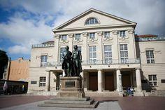Weimar, Nationaldenkmal vor dem Nationaltheater