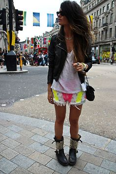 love these shorts and boots Passion For Fashion, Love Fashion, Womens Fashion, Fashion Design, Style Fashion, Mode Outfits, Fashion Outfits, Short Leather Jacket, Pam Pam
