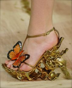 These shoes are very interesting.....not sure I could have walked in them even when I was younger!