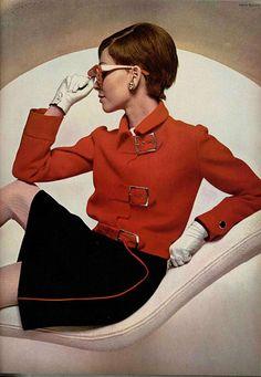 Louise Feraud outfit, 1968 from L'Officiel De La Mode 60s And 70s Fashion, Mod Fashion, Fashion Models, Vintage Fashion, Guy Laroche, Robes Vintage, Vintage Outfits, Vintage Gloves, Louis Féraud