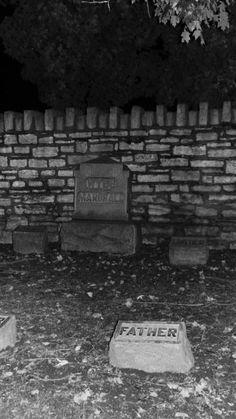 Spooked in the Alton City Cemetery #Travel #VisitAlton #EnjoyIllinois #GhostTour #Halloween