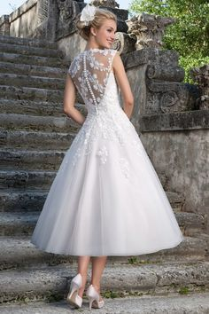 Amazing Straps Sleeveless Tulle Lace Tea-length A-line 50s Style Wedding Dresses