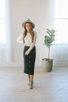20 Awesome Midi Skirt Design Ideas That You Can Copy Right Now Modest Dresses, Modest Outfits, Modest Clothing, Casual Outfits, Ladies Dresses, Women's Casual, Long Dresses, Boho Outfits, Spring Outfits