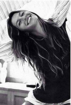 """""""O coração da mulher é assim; parece feito de palha, incendeia-se com facilidade, produz muita fumaça, mas em cinco minutos é tudo cinza que o mais leve sopro espalha e desvanece.""""  ___________________ Memórias de um Sargento de Milícias, de Manuel Antônio de Almeida"""