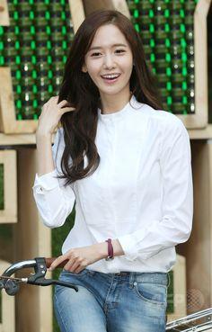 韓国・ソウル(Seoul)の瑞草文化芸術公園(Seocho Art & Culture Park)で開催された「イニスフリープレイ・グリーン・フェスティバル(Innisfree Play Green Festival)」に臨む、ガールズグループ「少女時代(Girls' Generation、SNSD)」のユナ(Yoona、2014年9月27日撮影)。(c)STARNEWS ▼4Oct2014AFP|少女時代ユナ、さわやかファッションでイベントに登場 ソウル http://www.afpbb.com/articles/-/3027624 #SNSD_Yoona #Girls_Generation_Yoona #소녀시대_윤아 #Im_Yoona #Im_Yoon_Ah #임윤아 #林潤娥