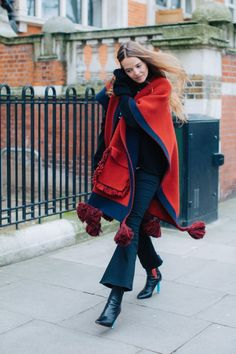 Street style at London's Fall-Winter Fashion Week Style Hipster, Style Casual, Hipster Fashion, Casual Street Style, Fashion For Petite Women, Womens Fashion For Work, Latest Fashion For Women, Trendy Outfits, Fashion Outfits