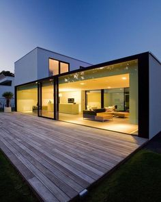 Contemporary house designs have a whole lot to provide to a modern dweller. Ultimately, the modern house style does not limit imaginative minds at all. Minimalist House Design, Minimalist Architecture, Modern House Design, Modern Architecture, Modern Glass House, Residential Architecture, Modern Wall, Small Modern Houses, Architecture Definition