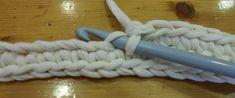 cartera trapillo (5) Crochet Phone Cases, Diagram Chart, Blogger Themes, Wedding Humor, Design Quotes, Clothes Hanger, Organizing, Crochet Handles, Crochet Baskets