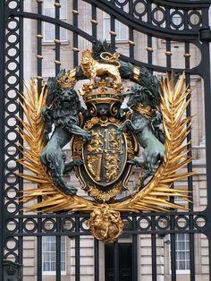 Buckingham Palace gates. http://patrickbaty.co.uk/?p=1680