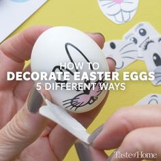 Think outside the box (of dye, that is) with these creative Easter egg decorating ideas. Spoiler alert: One of them even involves glitter! decorating videos 15 Cute Easter Egg Decorating Ideas You Need to Try Plastic Easter Eggs, Easter Egg Dye, Easter Projects, Coloring Easter Eggs, Easter Crafts For Kids, Egg Coloring, Hoppy Easter, Diy Spring Wreath, Easter Egg Designs