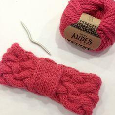 knit headband creation workshop in drops andes - Knitting 01 Diy Baby Headbands, Diy Headband, Knitted Headband, Knitted Hats, Bandeau Torsadé, Bandeau Crochet, Crochet Home, Knit Crochet, Bandana