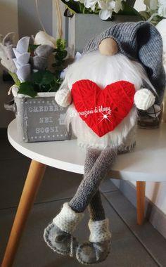 Gnomo di pannolenci cuore di lana e barba lunga -le creazioni di kleopy
