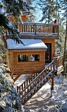 You might think sleeping in a treehouse is tailor-made for summer, but if you go in winter, you're in for a treat.
