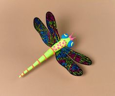 Fly with the fun! Design delicate dragonfly wings with Crayola Color Explosion™. Stick them into a Model Magic body to make a colorful insect.