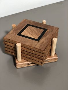 Wooden Pallet Projects, Small Wood Projects, Diy Coasters, Wooden Coasters, Woodworking Projects Diy, Woodworking Wood, Flexible Wood, Homemade Furniture, Woodworking Inspiration