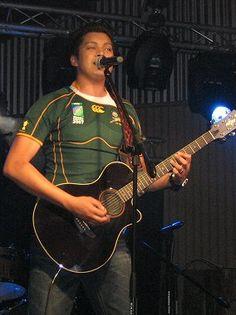Warren Elliot hy sing Vuurwarm en is die tallentvolste sagger is SA.