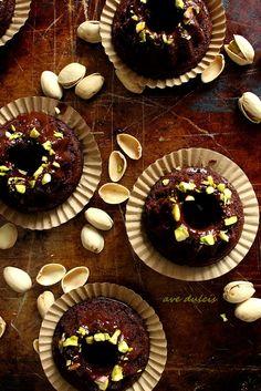 mini chocolate cake, gluten free http://ave-dulcis.blogspot.com/2014/10/cokoladne-mini-tortice-bez-brasna.html