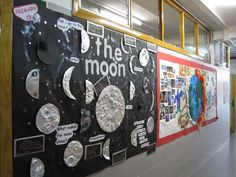 This makes me want to go in and redo my board. The Moon classroom display photo - Photo gallery - SparkleBox Science Room, Primary Science, 4th Grade Science, Middle School Science, Teaching Science, Earth Science Activities, Science Projects, Science Experiments, Class Displays