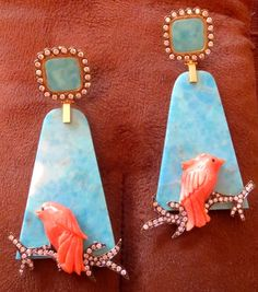 silvia furmanovich - placa de turquesa com pássaros de coral Coral Jewelry, Girls Jewelry, High Jewelry, Bead Jewellery, Jewelery, Pink Earrings, Drop Earrings, Coral Stone, Expensive Jewelry