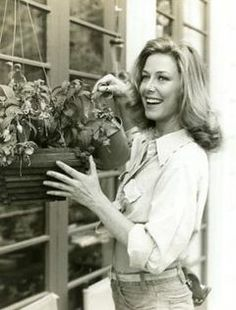 Well-known people from Ventura:  KAREN GRASSLE, actress best known for her role as Caroline Ingalls in the Little House of the Prairie.  She attended Ventura Senior High School.