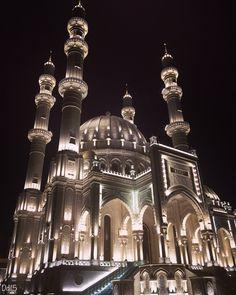 Mescid in Baku Azerbaijan / Bakü Camii