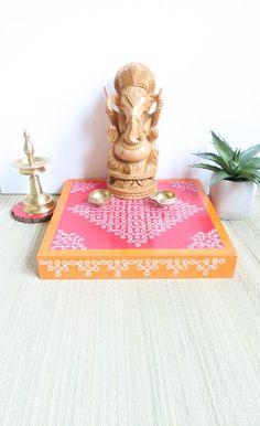Rangoli Border Designs, Rangoli Designs With Dots, Rangoli With Dots, Kolam Designs, Ganesh Idol, Ganesha, Backdrop Decorations, Festival Decorations, Diy Wall Art