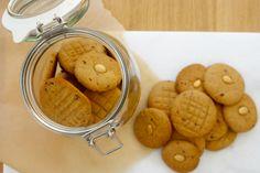 Dit recept voor koekjes van Zeemansboter komt uit de FoodWeLove box van september. Deze maand kent de box het thema Van Hollandse Bodem en is hij gevuld met de lekkerste producten van – je raadt het al – Hollandse bodem. Ook de Zeemansboter (heerlijk pindakaas uit Rotterdam) zit in de box. Bestellen dus! Verwarm de oven voor op […]