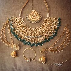Kundan Sets gives you a wide range of Kundan jewelry, here you will get stunning designs of Kundan bridal sets, Kundan earrings and Kundan necklace. Jewelry Model, Cute Jewelry, High Jewelry, Jewelry Bracelets, Dainty Jewelry, Men's Jewelry, Body Jewelry, Jewelry Ideas, Beaded Jewelry