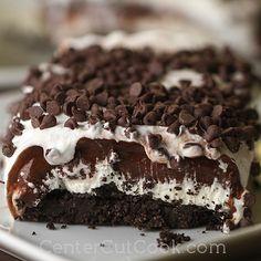 (Chocolate Lasagna - a no-bake recipe everybody loves! #dessert #chocolate #nobake