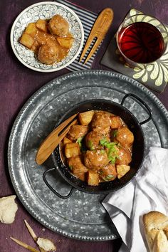 Albondigas - Spanish meatballs recipe - Schooloftapas.com