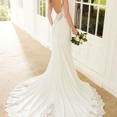 [169.99€] Robe de mariée sirène avec dentelle col en v bretelle fine