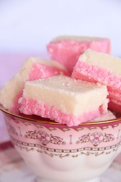 Coconut ice with condensed milk is a delicious (and safe) sweet treat kids will love to make. It does not include boiling sugar syrups, hot ovens or sharp knives. And the super sweet, pink-and-w… Caramel Recipes, Fudge Recipes, Candy Recipes, Sweet Recipes, Coconut Ice Recipe, Coconut Recipes, Milk Recipes, Coconut Cream, Easy Sweets
