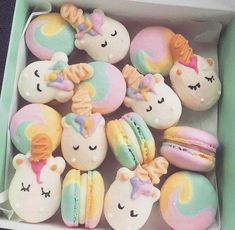 I'm loving the pastel rainbow swirl macarons! So adorable and beautiful! I'm loving the pastel rainbow swirl macarons! So adorable and beautiful! Macaroons, Macaron Cookies, Food Design, Unicorn Macaroon, Kreative Desserts, Unicorn Foods, Unicorn Gifts, Unicorn Cakes, Cute Baking