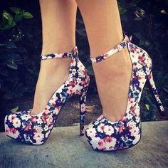Hermosas zapatillas con diseño de flores <3