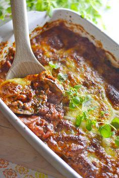 """Ah, kasvisruuat ovat niin hyviä ja niistä saa helposti myös """"tukevaa"""" vatsantäytettä. Nyt on taas vihjailtu, että pakkaset alkavat ... Finnish Recipes, Vegetarian Recipes, Healthy Recipes, Healthy Meals, Stuffed Baked Potatoes, Cooking Dishes, Bean Stew, Butter Beans, Moussaka"""