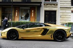 That attention has turned to a gold Lamborghini Aventador Roadster that roamed the Parisian streets during the Paris Fashion Week. Lamborghini Pictures, Gold Lamborghini, Lamborghini Aventador Roadster, World Expensive Car, Most Expensive Luxury Cars, Supercars, Dream Cars, Super Sport Cars, Exotic Cars